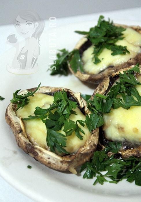ciuperci mozzarella Ciuperci umplute cu mozzarella Slabuta