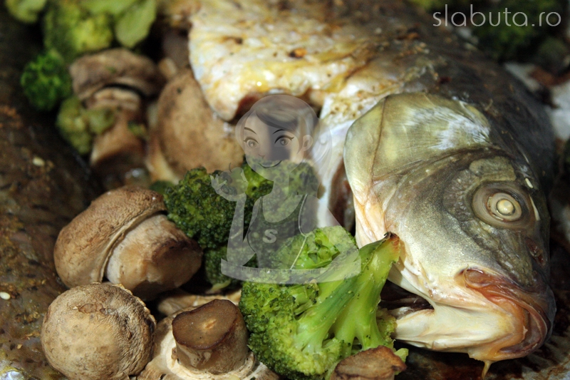 crap broccoli ciuperci detaliu Crap cu ciuperci si broccoli, la cuptor