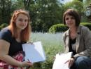 simina diana doua fete responsabile campania strangere semnaturi 130x98 Strangere semnaturi pentru Prima Petitie Nationala pentru dreptul la o viata sanatoasa, in Parcul Cismigiu