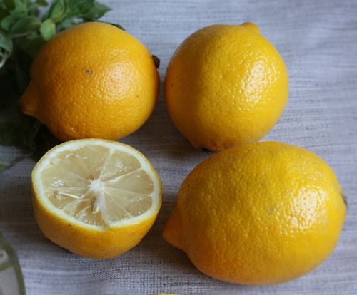 lamai coapte Limonada naturala, racoritoare si sanatoasa cu muuulta menta