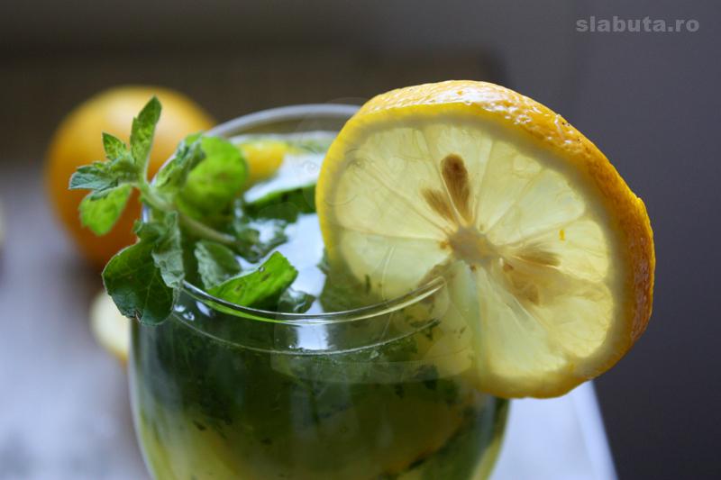 limonada naturala Limonada naturala, racoritoare si sanatoasa cu muuulta menta