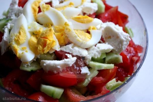 salata bulgareasca 522x348 3 salate colorate, pentru o silueta de vis