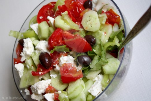 salata greceasca 522x348 3 salate colorate, pentru o silueta de vis